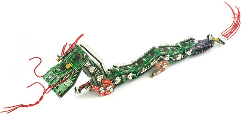 http://www.desdegdl.com/blog/wp-content/uploads/2009/02/dragon-hecho-con-tablero-de-circuitos.jpg